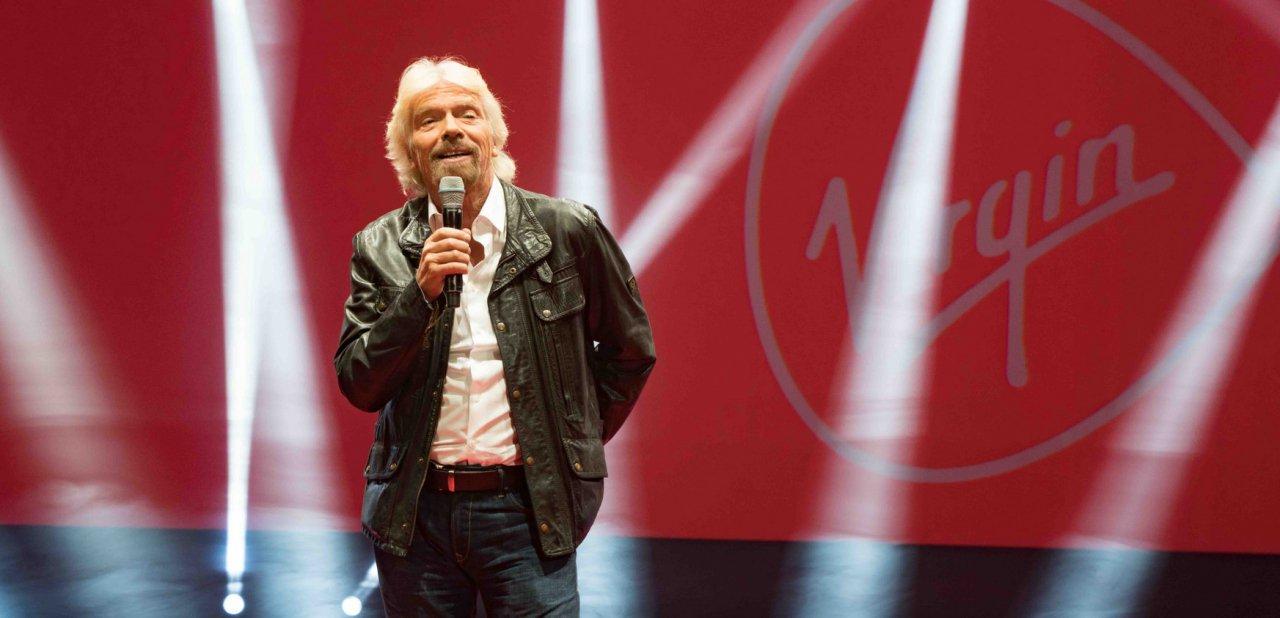Richard Branson en una presentación de Virgin