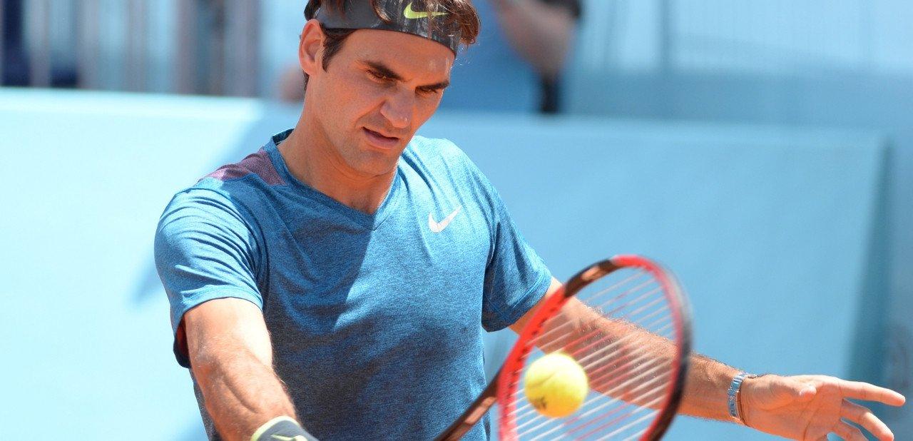 Roger Federer jugando a tenis