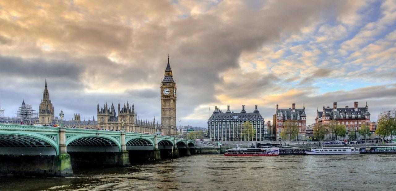 Típica estampa del Palacio de Westminster de Londres