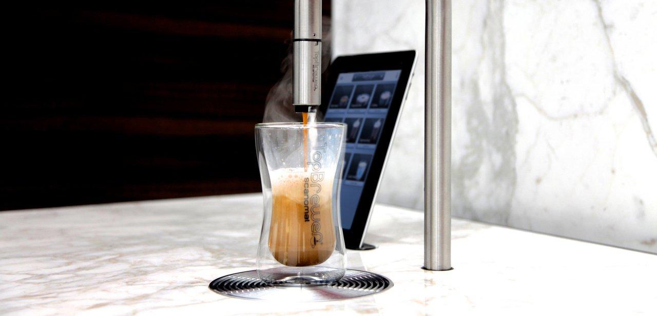 Un café haciéndose en una Scanomat TopBrewer