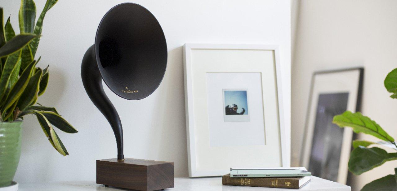 Un Gramovox sobre un mueble