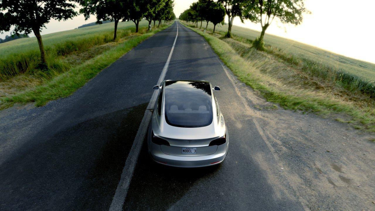 Un Model 3 de Tesla circulando