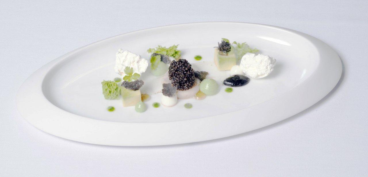 Un plato de alta cocina hecho con caviar