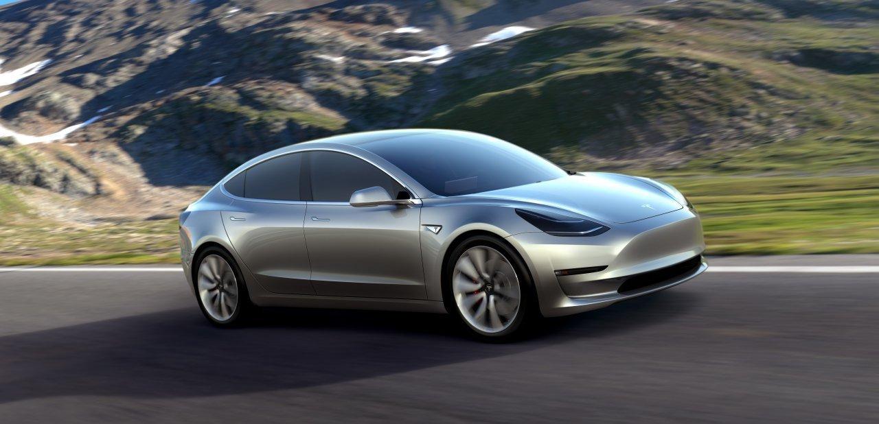 Un Tesla Model 3 de perfil