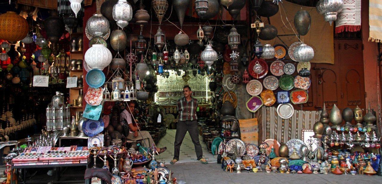 Un típico comercio de Marrakech