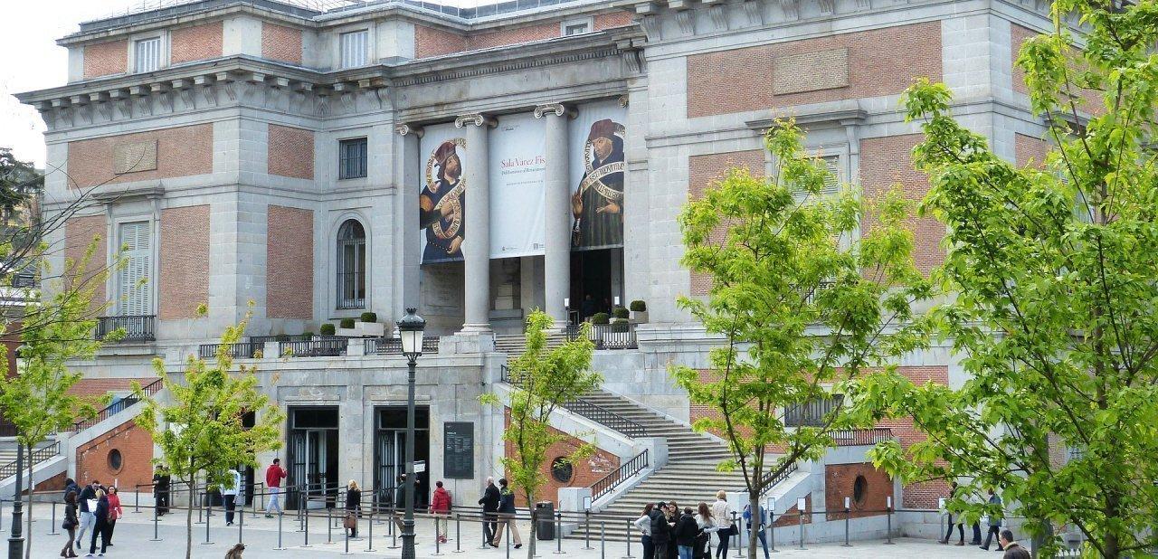 Una de las entradas al Museo del Prado