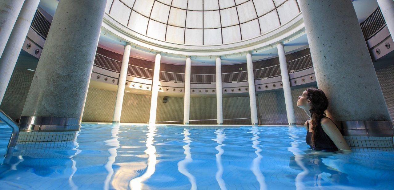 Una de las piscinas del balneario de Las Caldas Villa Termal
