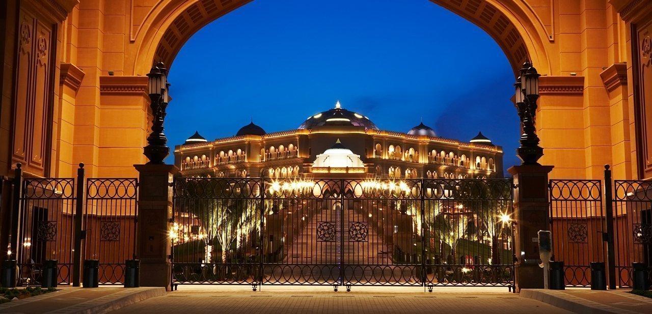 Una puerta del Emirates Palace