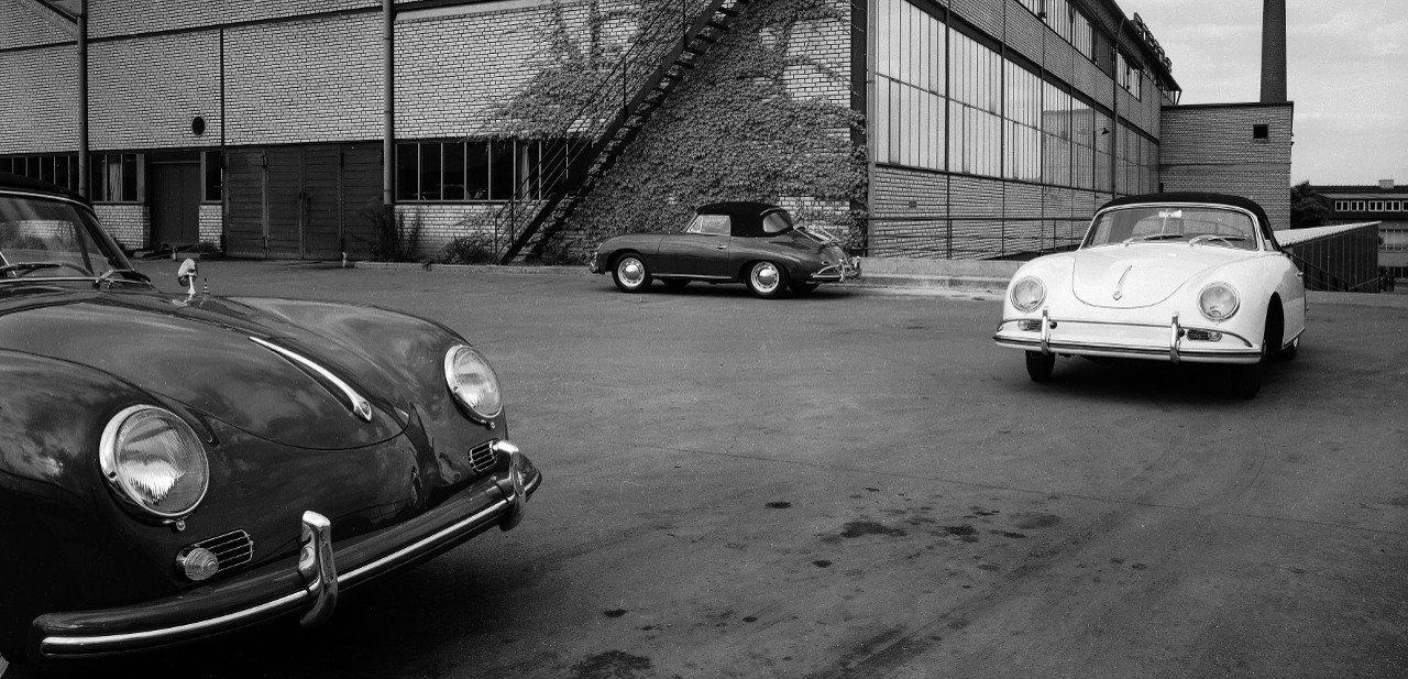 Varios modelos de Porsche 356, incluyendo un descapotable