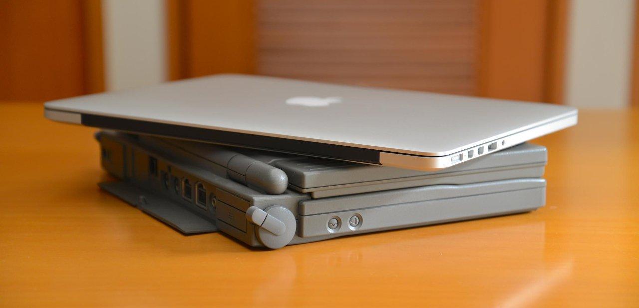 Varios ordenadores portátiles Mac juntos