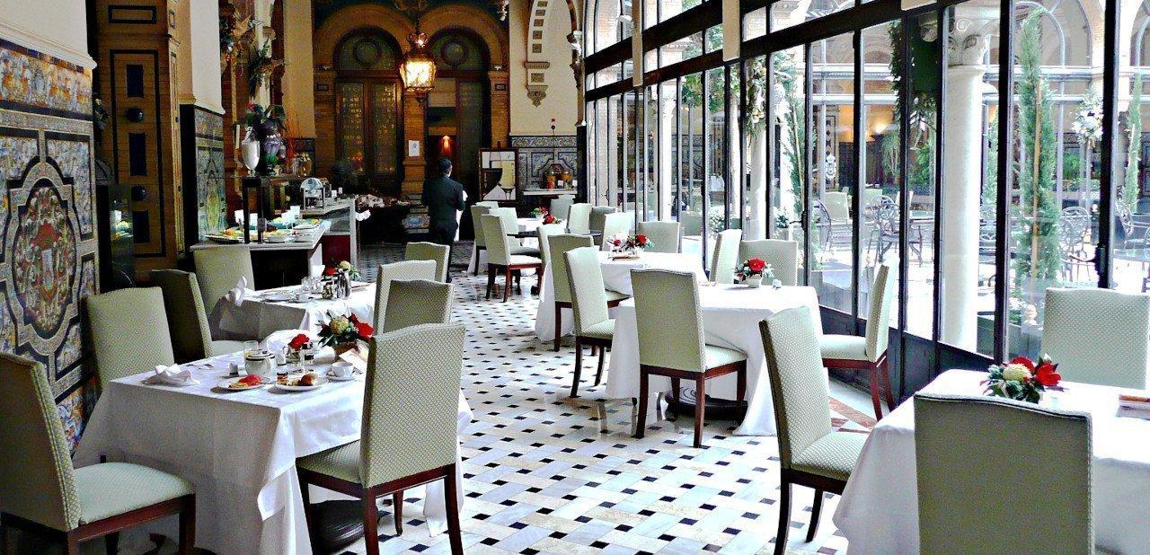 Visa del área de restauración del Hotel Alfonso XIII