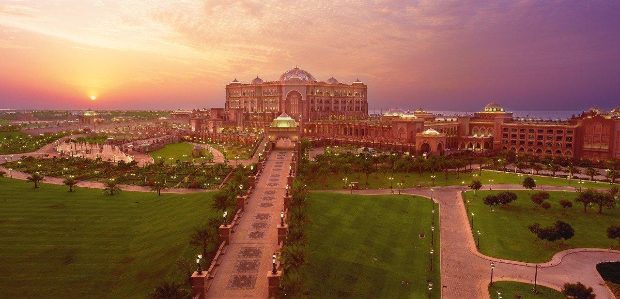 Vista aérea al atardecer del Hotel Emirates Palace
