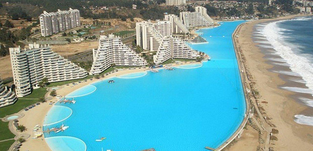 Vista aérea de la piscina de San Alfonso del Mar