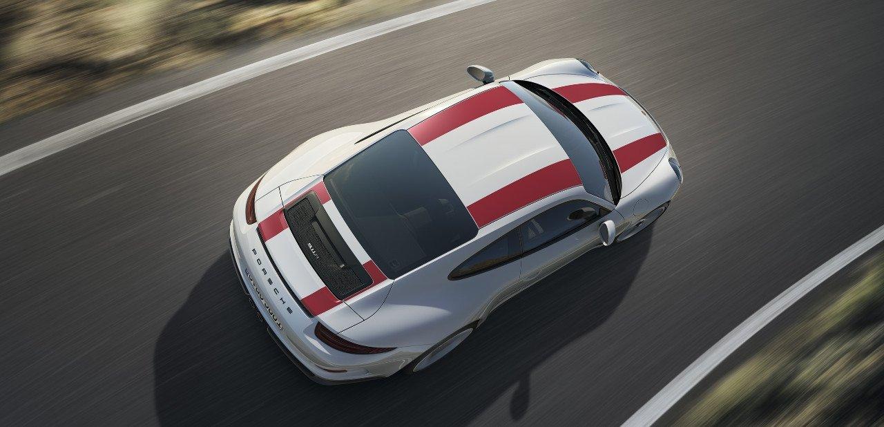 Vista aérea de un Porsche 911 R 2016 en carretera
