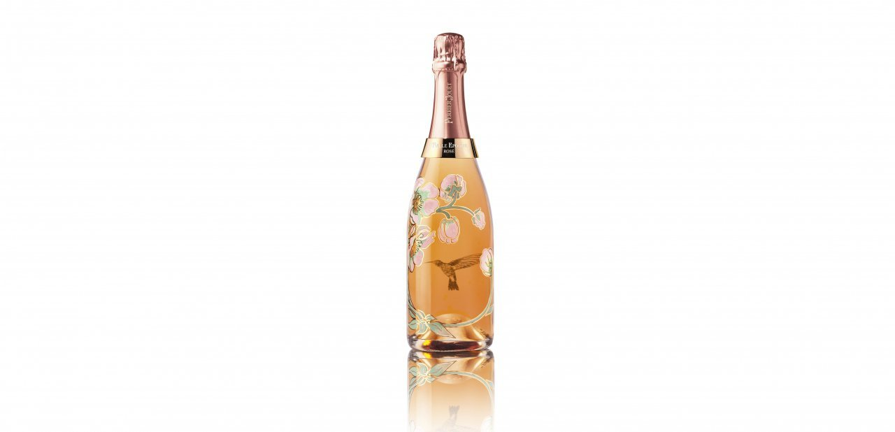 Vista completa de la botella del Belle Epoque Rosé 2005 diseñado por Vik Muniz