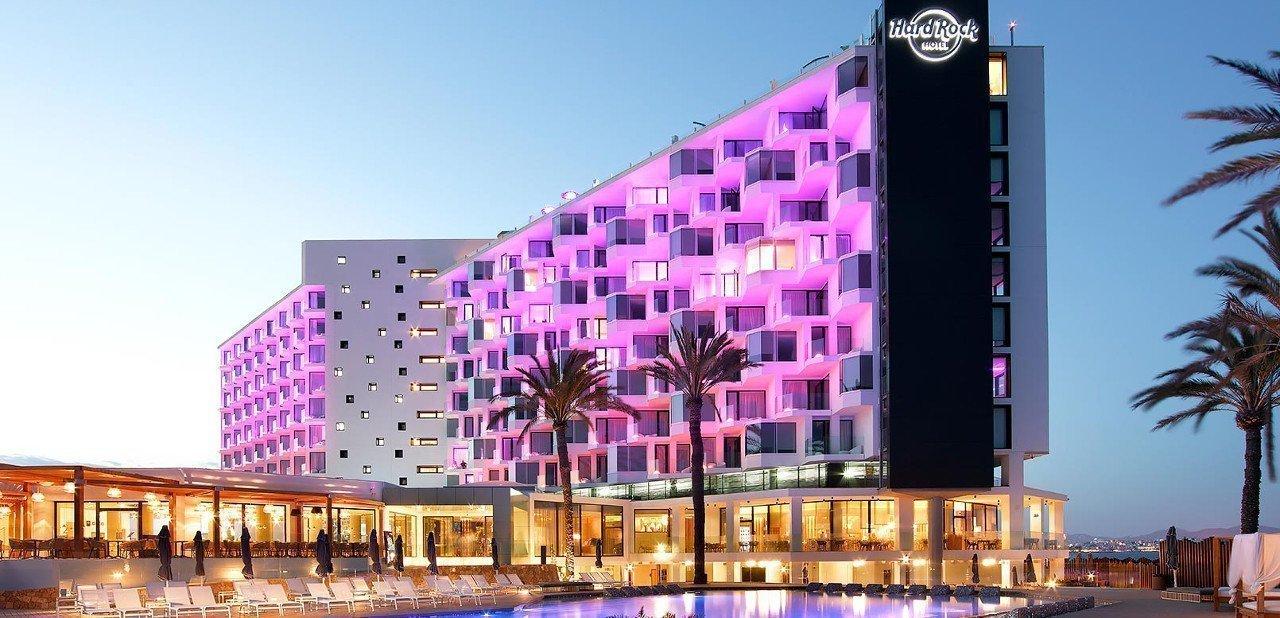 Vista de la fachada principal del Hard Rock Hotel Ibiza