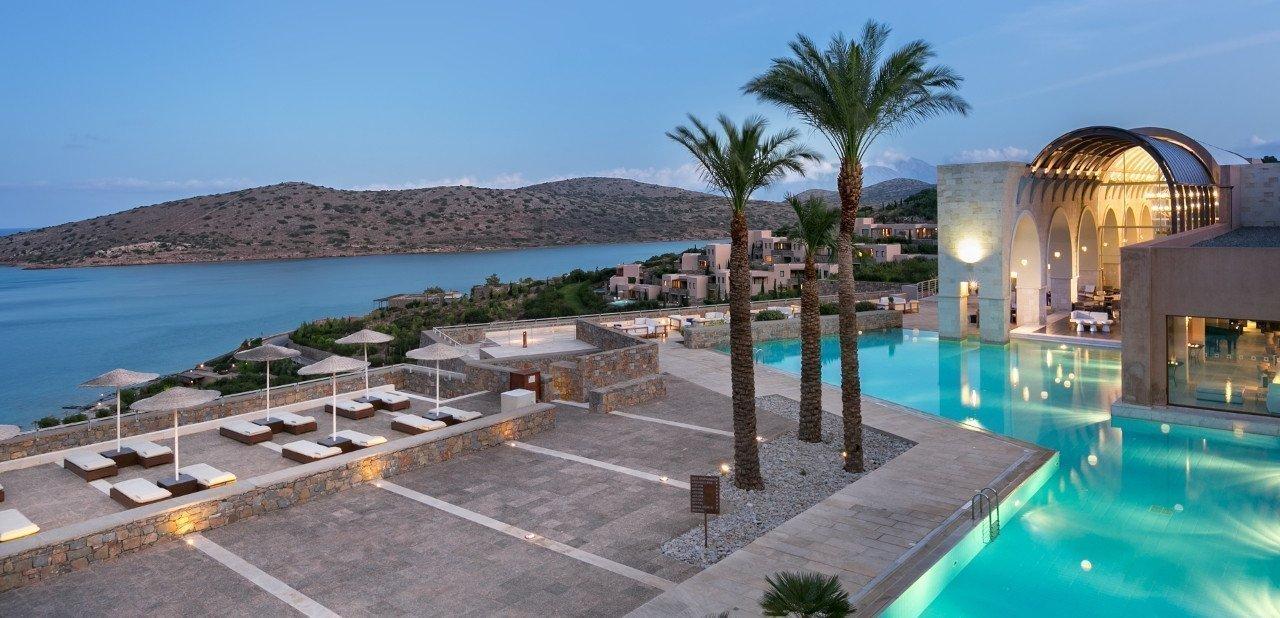 Vista de la piscina y el golfo desde el Hotel Blue Palace