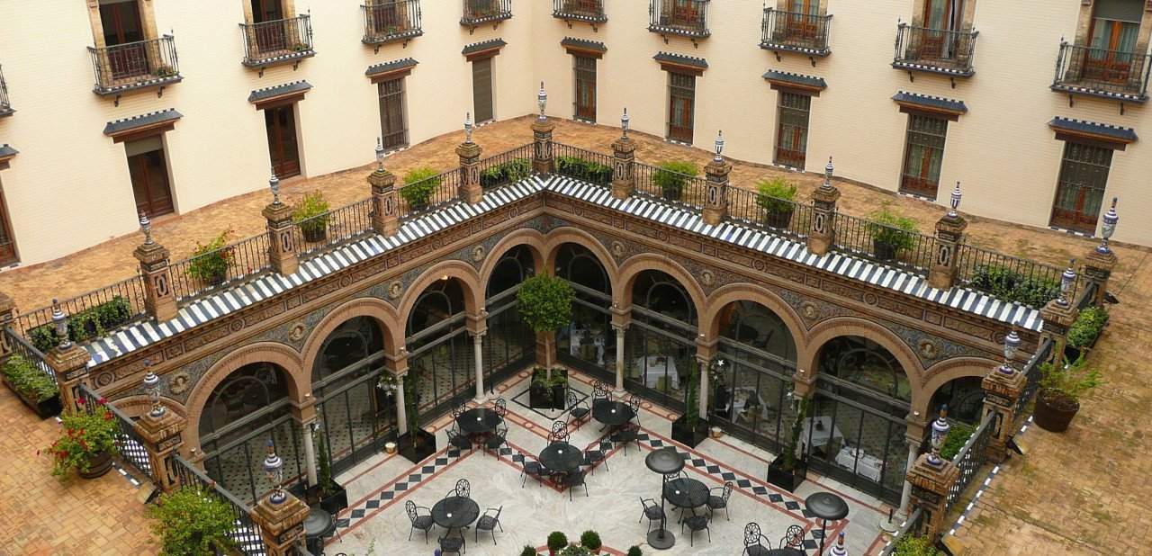 Vista del patio interior del Hotel Alfonso XIII