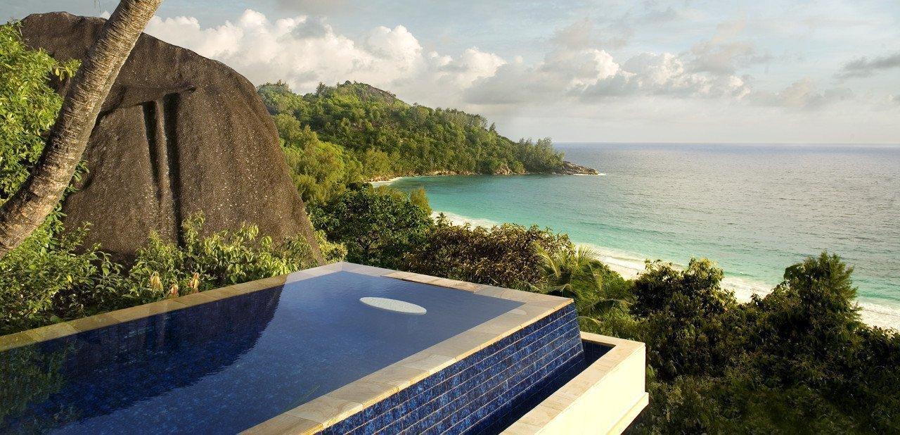 Vista desde la piscina privada de una de las villas del Banyan Tree Seychelles
