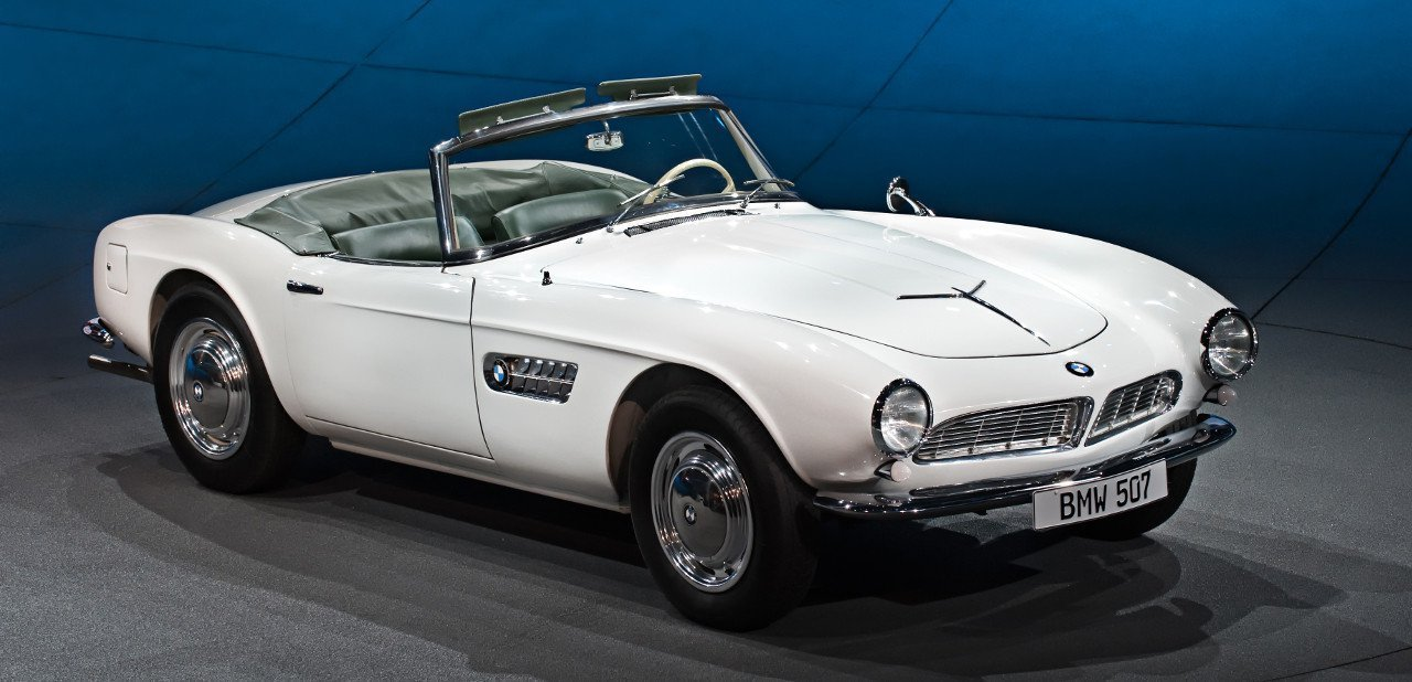 Vista frontal de un BMW 507