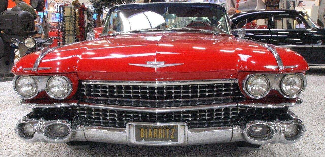 Vista frontal de un Cadillac Eldorado Biarritz