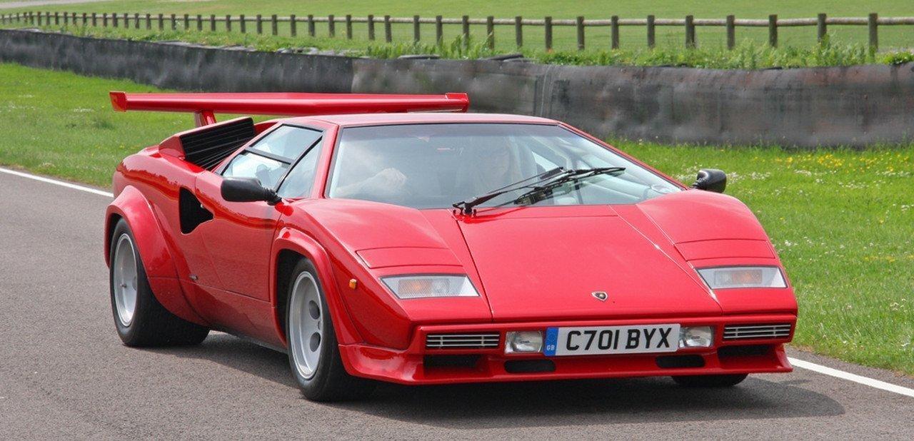 Vista frontal de un Lamborghini Countach