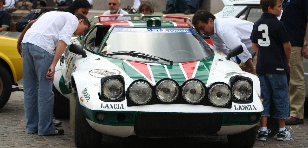Vista frontal de un Lancia Stratos de competición