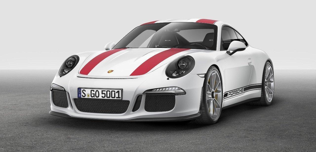 Vista frontal de un Porsche 911 R 2016