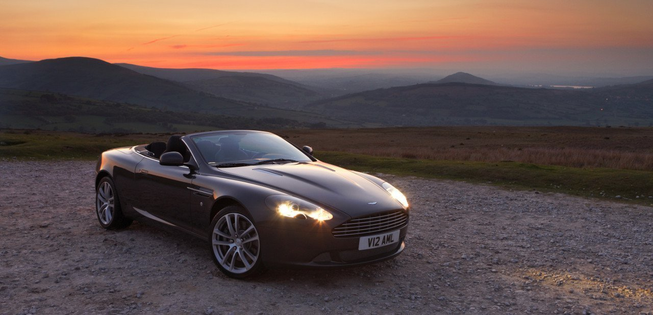 Vista frontal del Aston Martin DB9