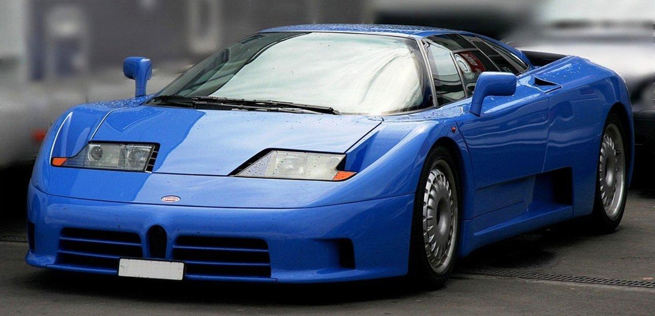 Vista frontal del Bugatti EB110