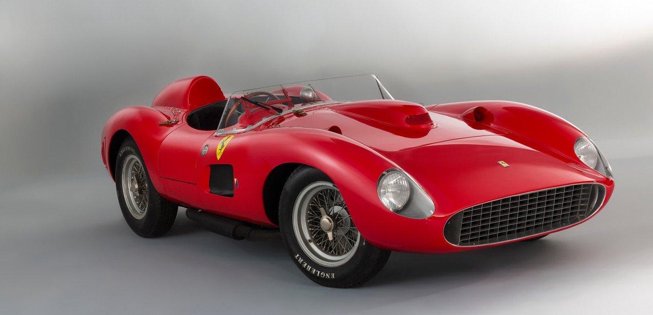 Vista frontal del Ferrari 335 S Spider Scaglietti