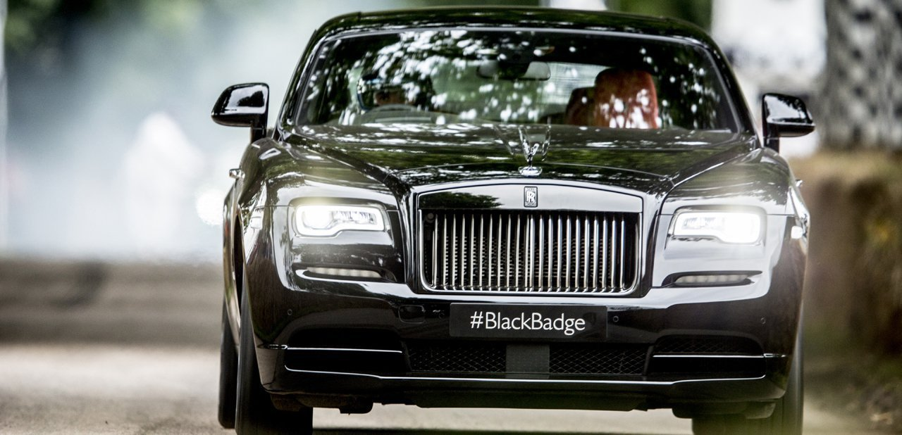 Vista frontal del Rolls-Royce Wraith Black Badge