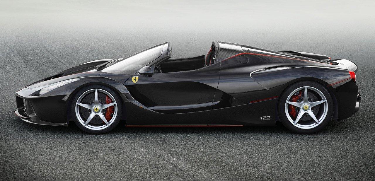 Vista lateral de un Ferrari LaFerrari Aperta