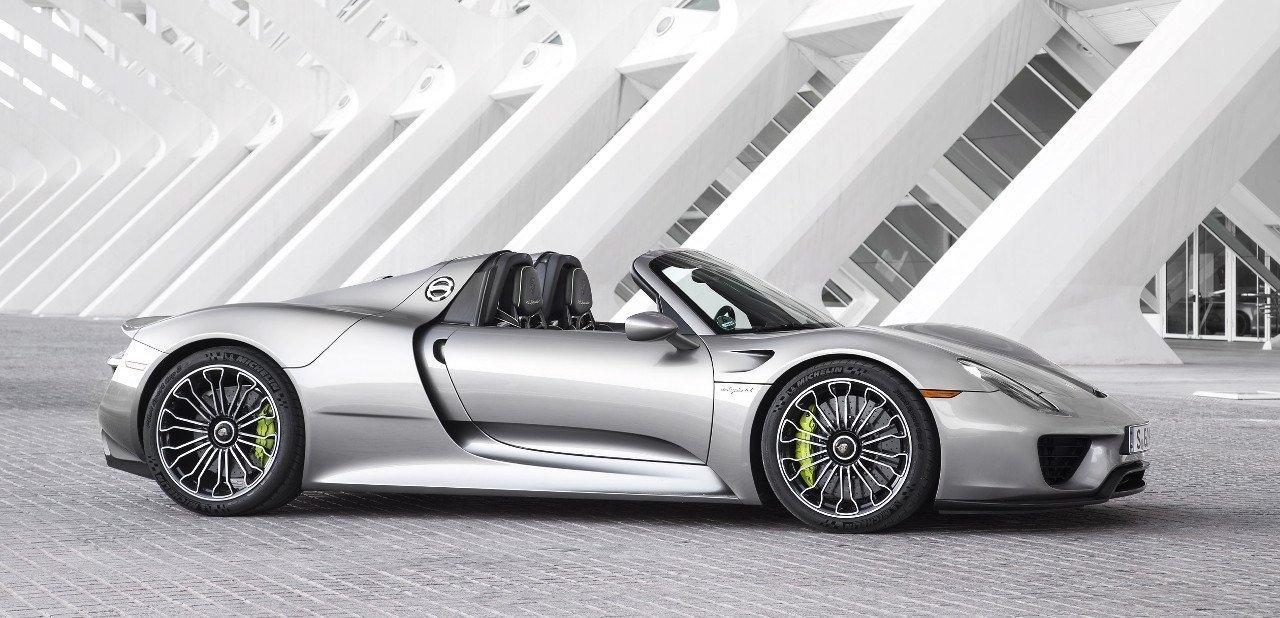 Vista lateral de un Porsche 918 Spyder