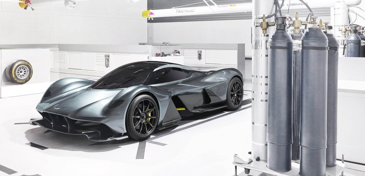 Vista lateral del Aston Martin Red Bull AM-RB 001