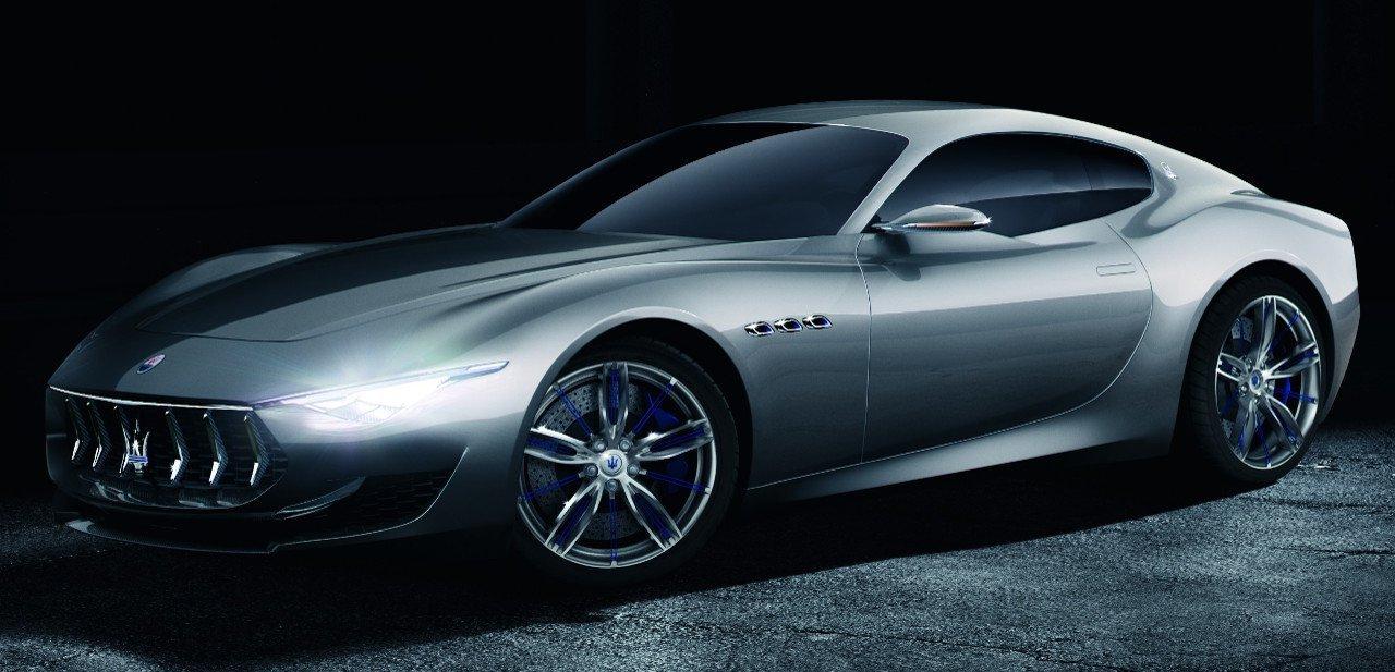 Vista lateral del Maserati Alfieri