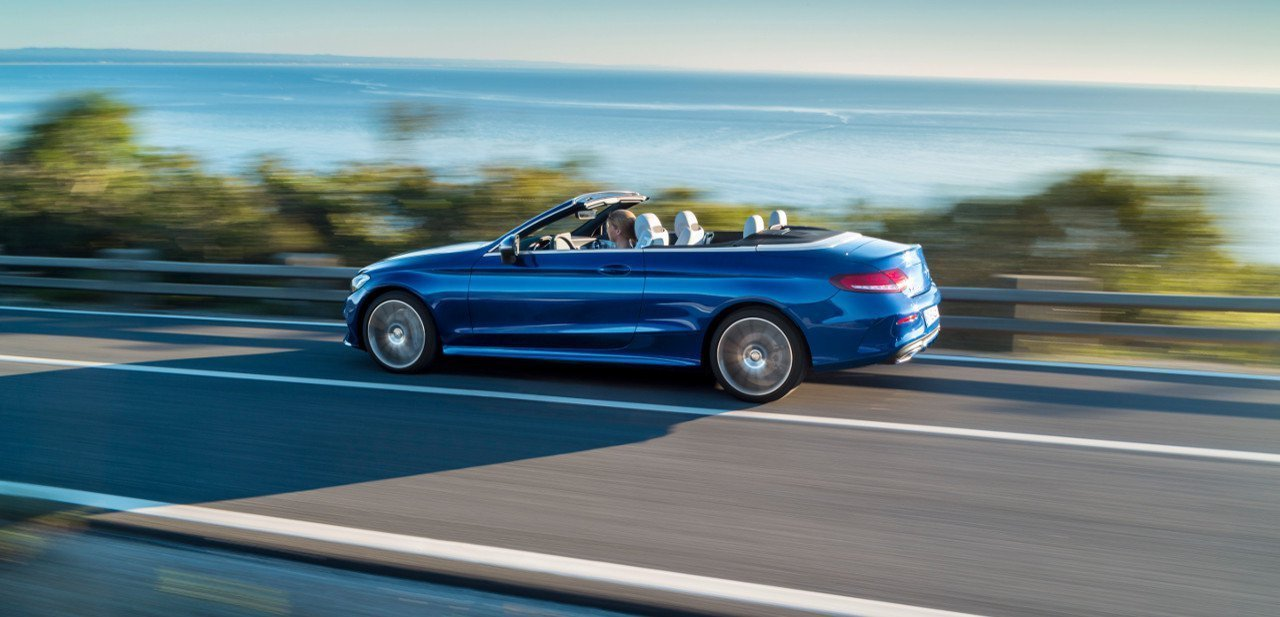 Vista lateral del Mercedes-Benz C-Class Cabriolet 2017
