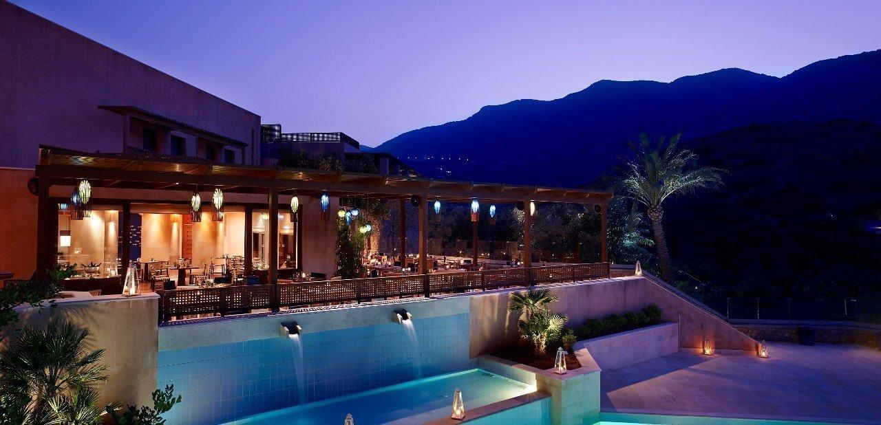 Vista nocturna del Hotel Blue Palace