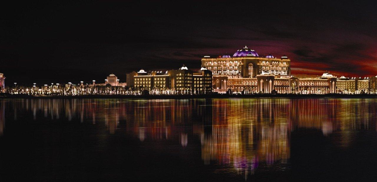Vista nocturna del Hotel Emirates Palace