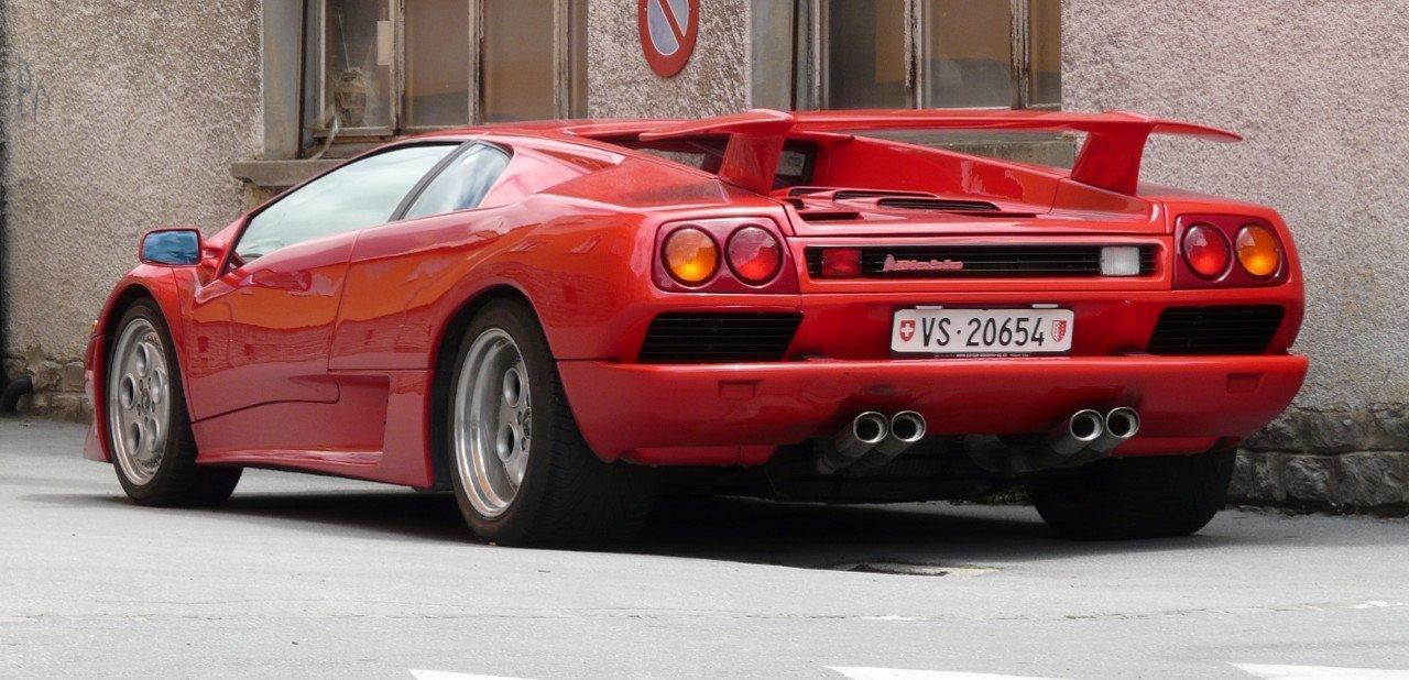 Vista trasera de un Lamborghini Diablo