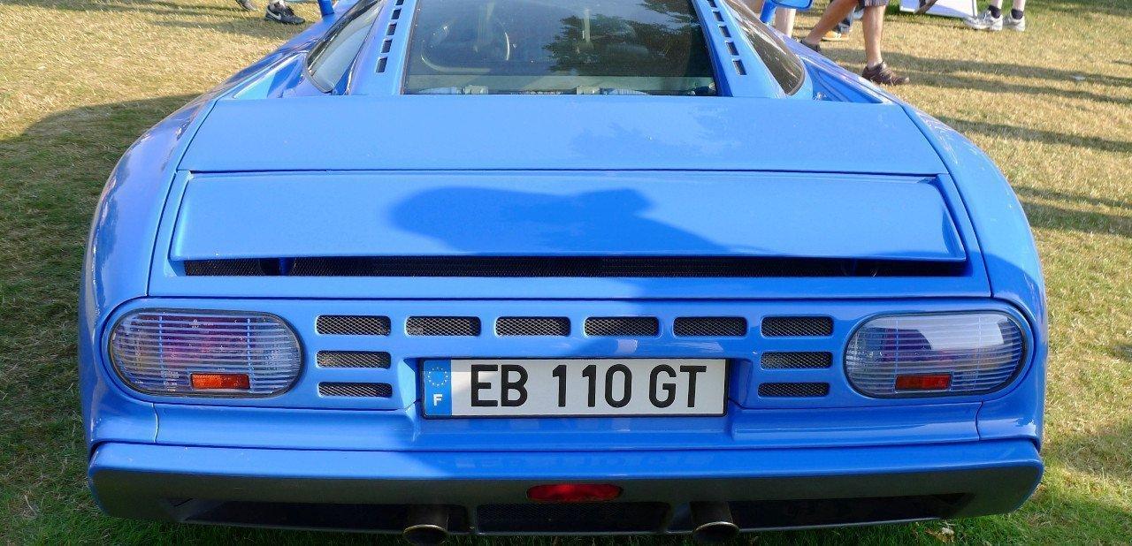 Vista trasera del Bugatti EB110