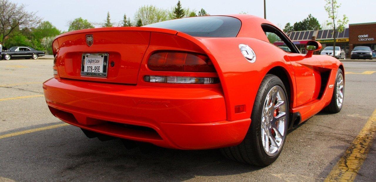 Vista trasera del Dodge Viper SRT 10