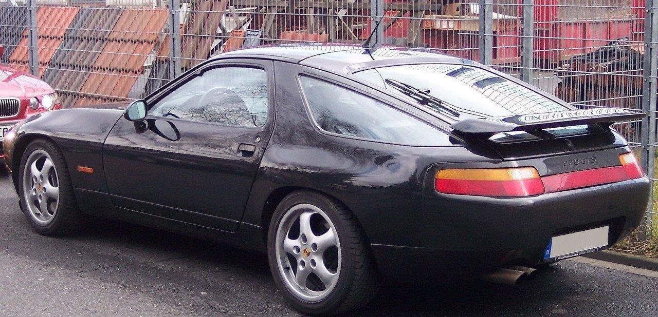 Vista trasera del Porsche 928