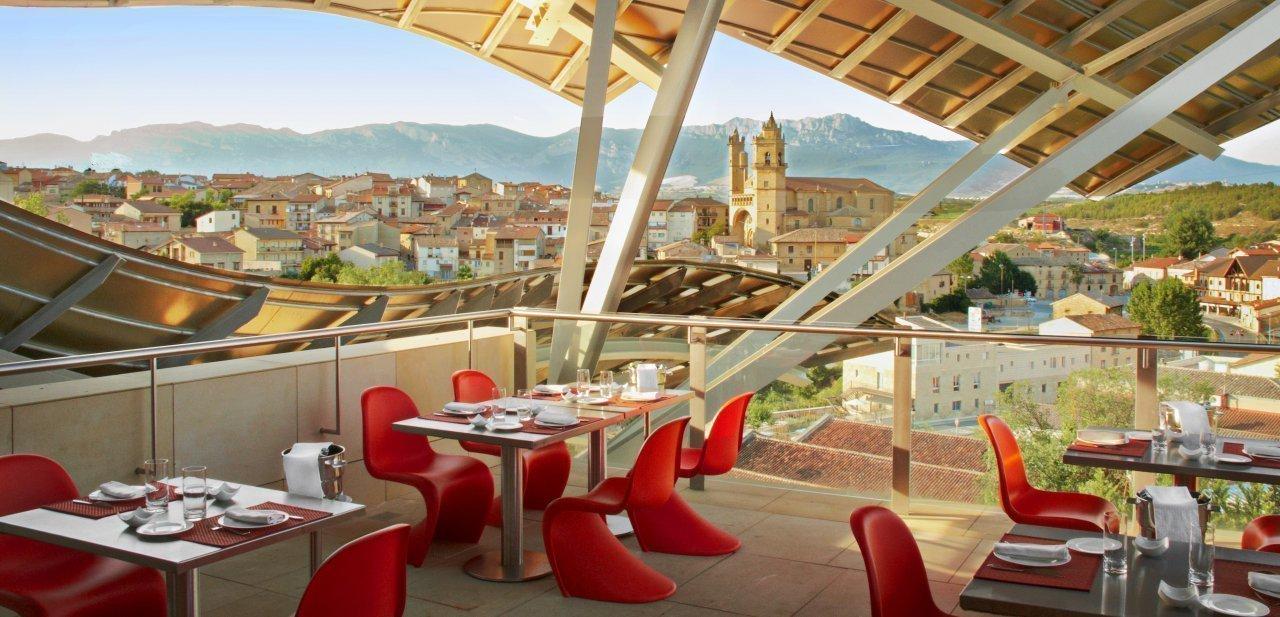Vistas desde una terraza del restaurante Marqués de Riscal de Elciego