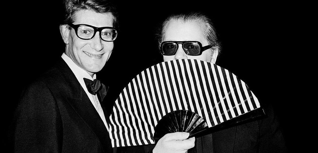 Yves Saint Laurent junto a Karl Lagerfeld en 1982