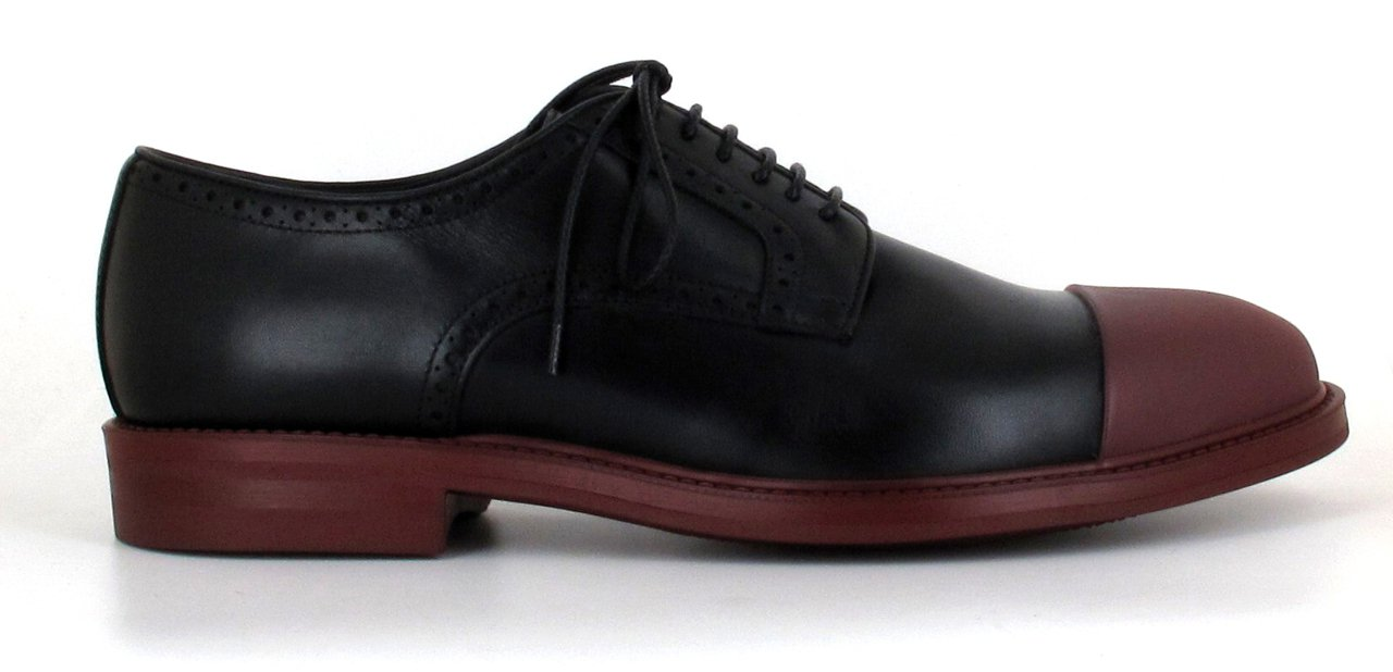 Zapatos AG con puntas rojas