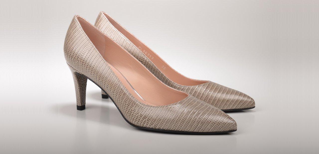 Zapatos beige Stuart Weitzman