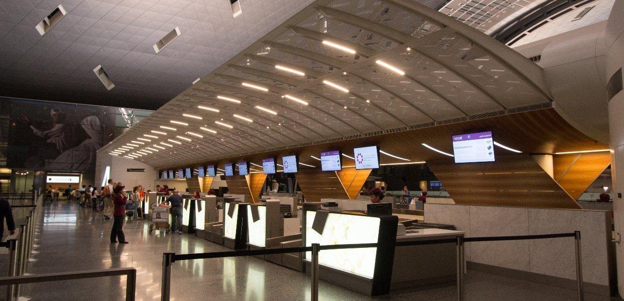 Zona chek in del aeropuerto de Hamad, Qatar